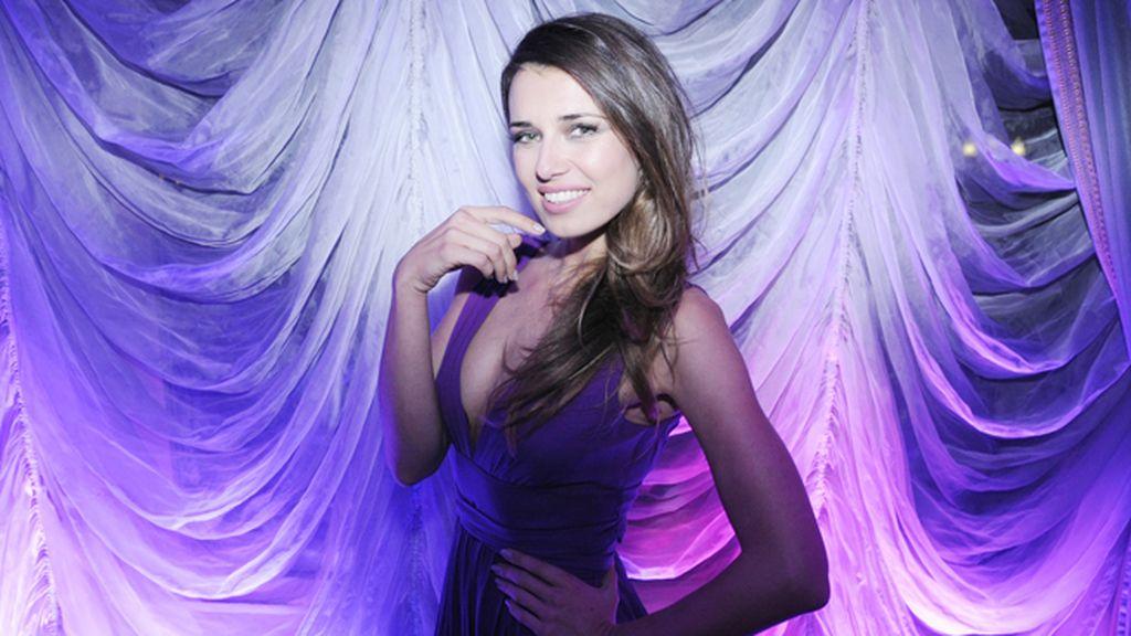 Natasha Yarovenko con vestido de Halston