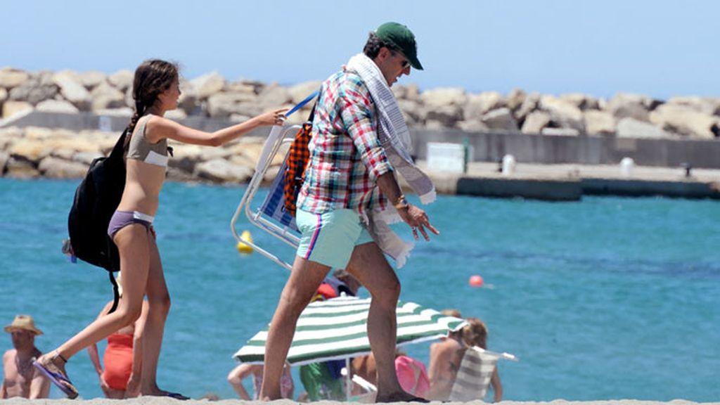 Jaime de Marichalar y sus hijos disfrutan de la playa