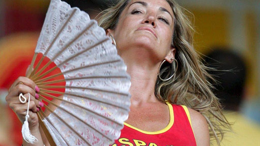 Aficionada española antes de empezar el España-Italia