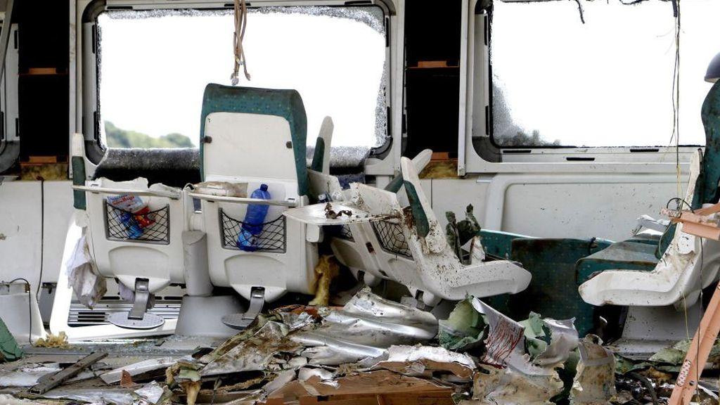 Estado en el que ha quedado uno de los vagones del tren siniestrado en Santiago