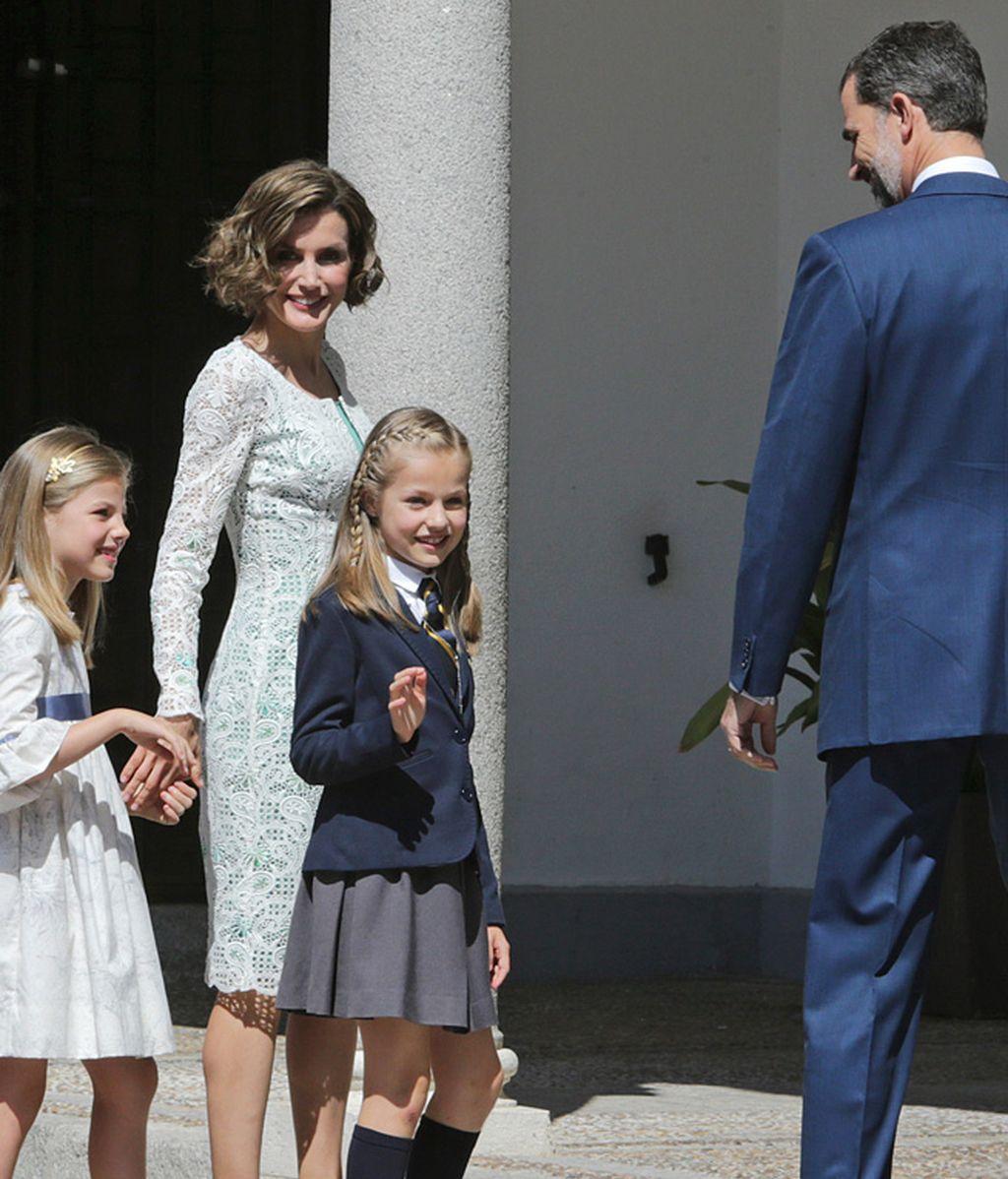Leonor y Sofía con la reina Letizia