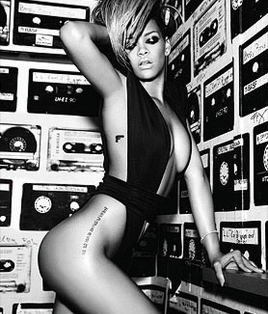 Rihanna cree que todas las mujeres deben fotografiarse desnudas. Foto: The Sun
