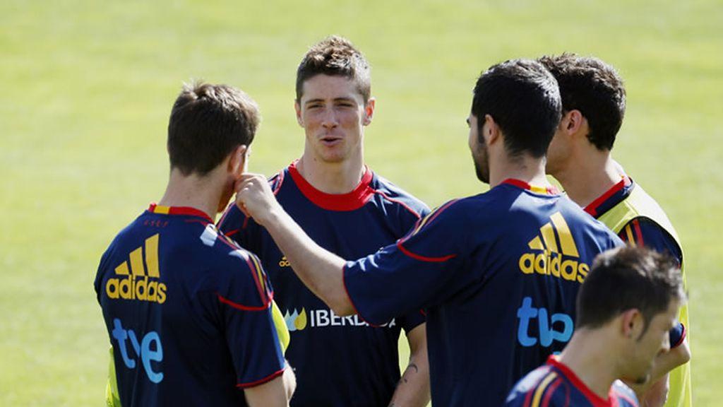 Torres bromea durante un entrenamiento