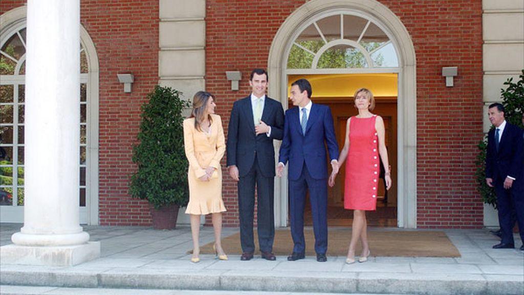 En La Moncloa con el Príncipe Felipe y su entonces prometida Letizia Ortiz en 2004