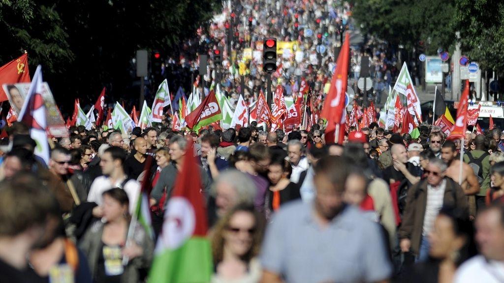 Miles de personas se manifiestan en París contra las medidas de austeridad en Europa