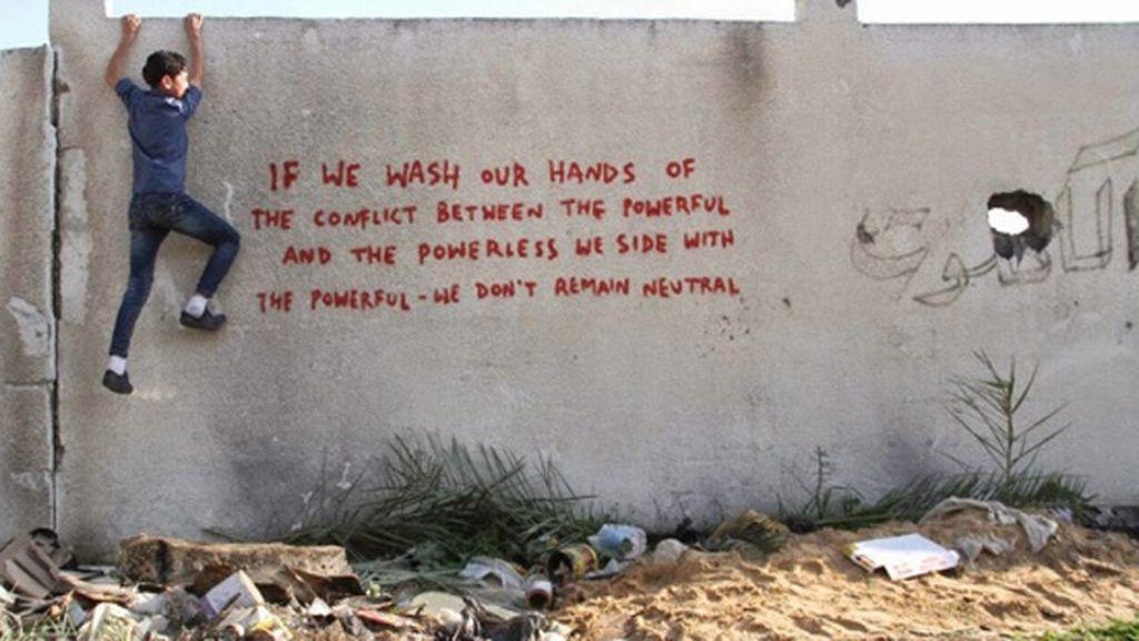 También ha realizado una pintada en apoyo de los palestinos