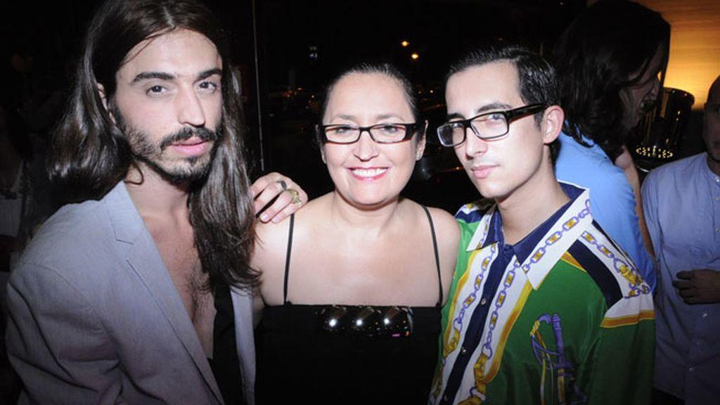 El estilista Carlos Ribera, Eli Gil y el periodista Crawford