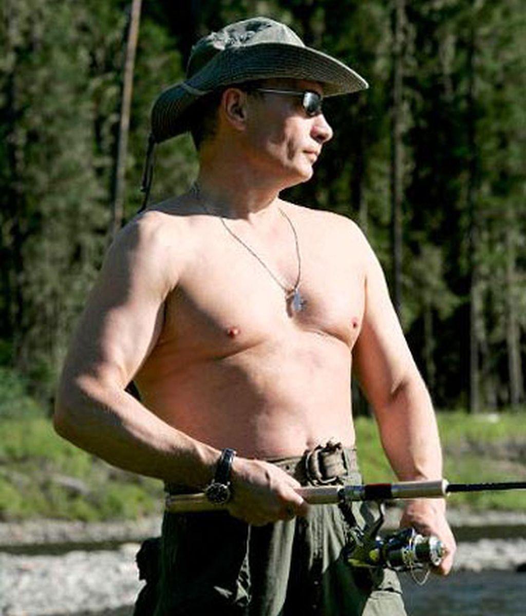 Vladimir Putin pescando en Siberia