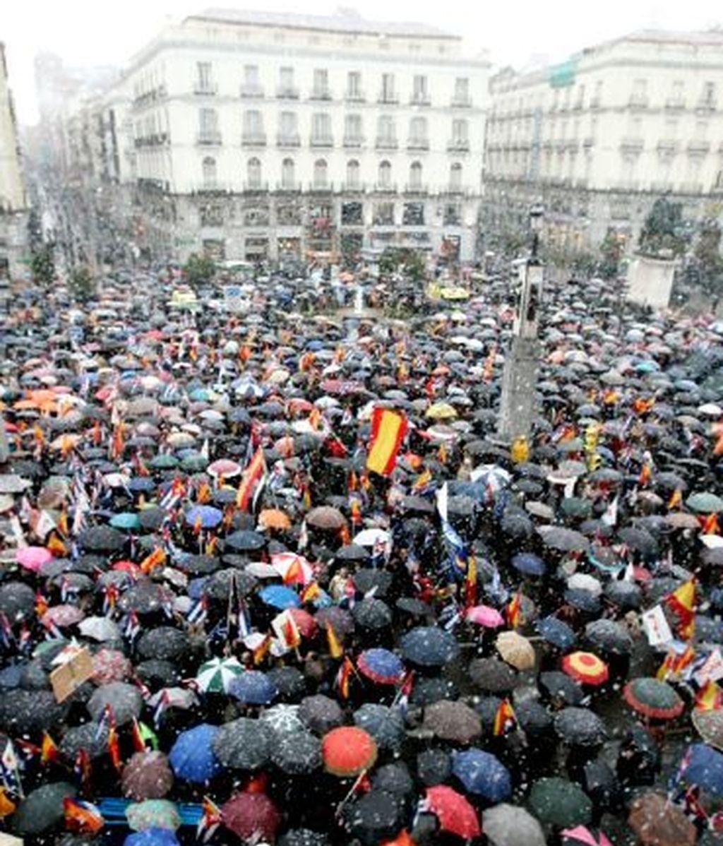Cientos de personas se han manifestado en la Puerta del Sol. Vídeo: INFORMATIVOS TELECINCO