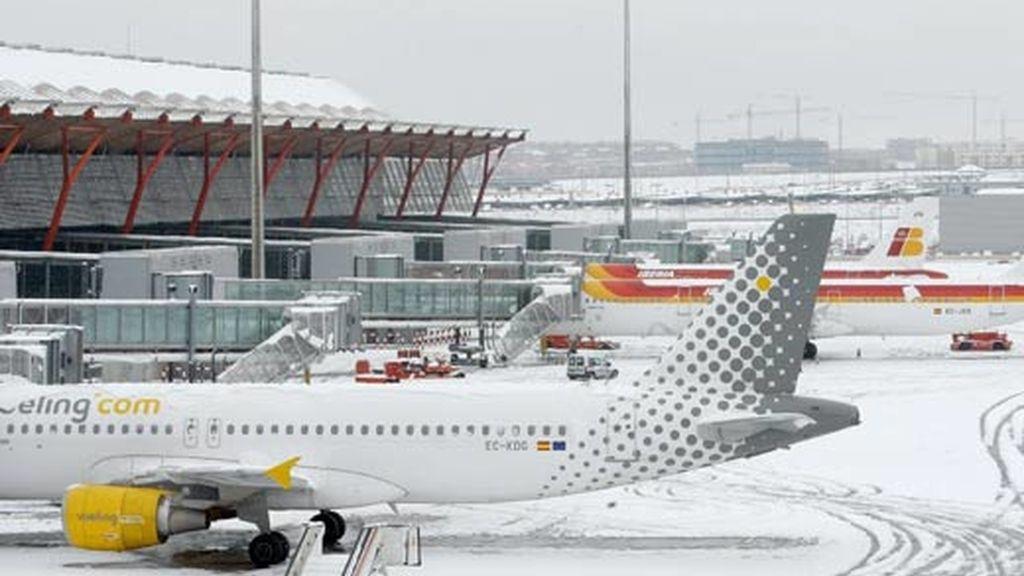 El cierre por la nieve ha dejado atrapados a miles de pasajeros. Video: ATLAS.