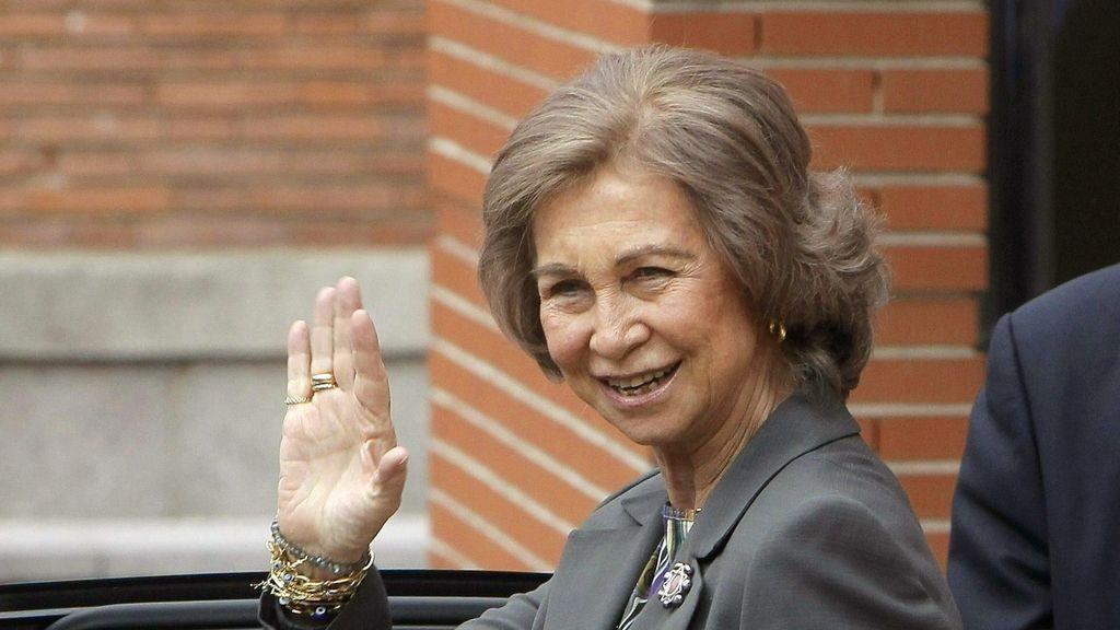 La Reina Sofía al salir de La Milagrosa. Foto: EFE