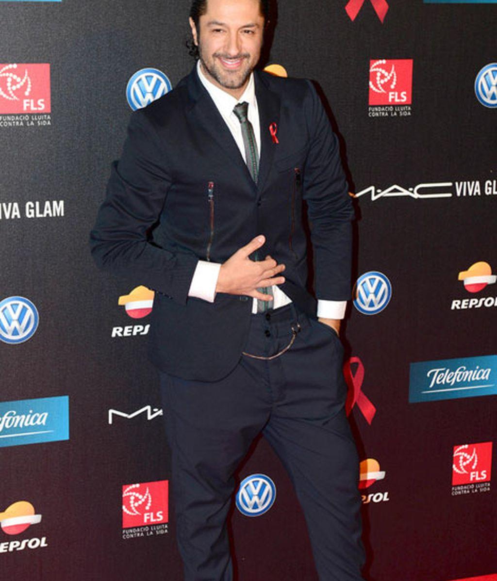 Rafael Amargo, con un traje azul