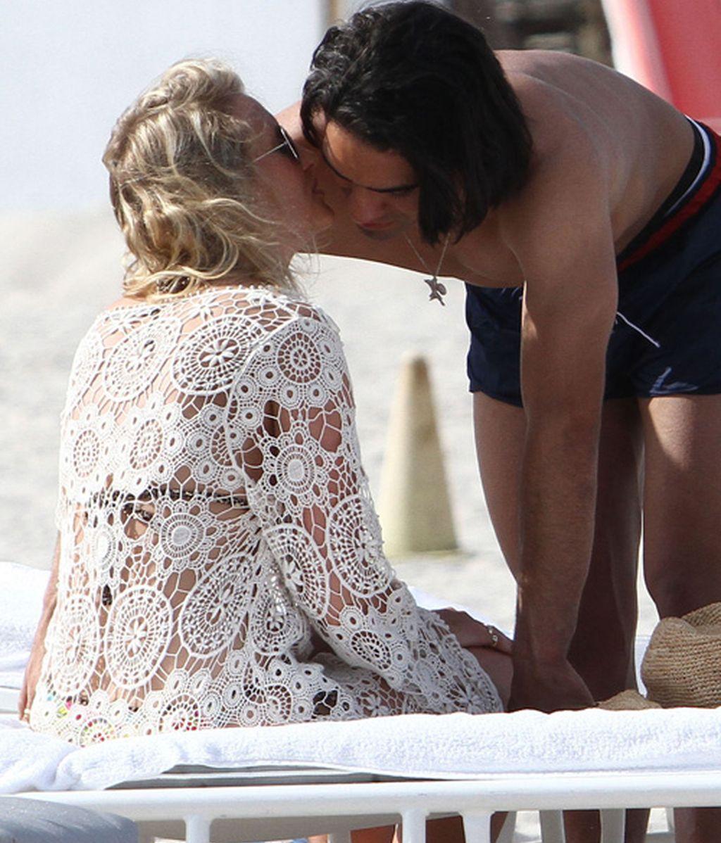 Falcao remata a besos a su novia