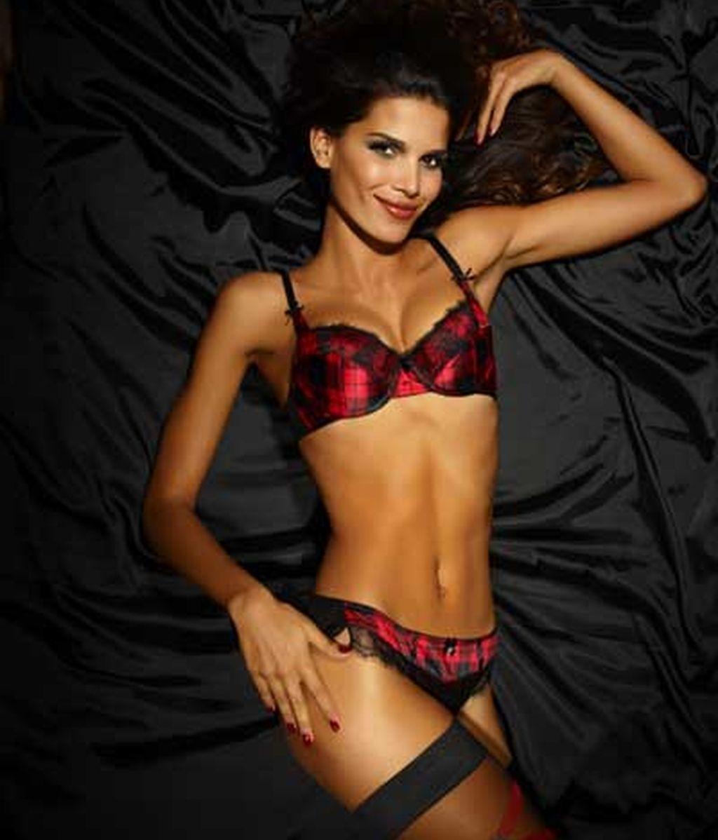 La sexy Raica Oliveira posa con lencería de Ultimo
