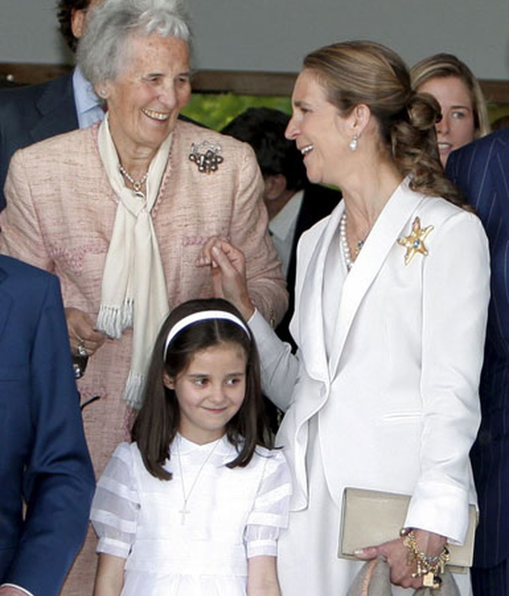 La Familia Real reunida en torno a Victoria Federica