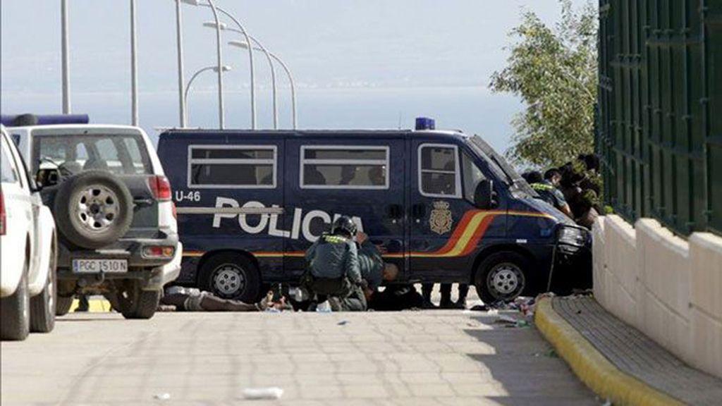 Un centenar de inmigrantes subsaharianos logra entrar a Melilla