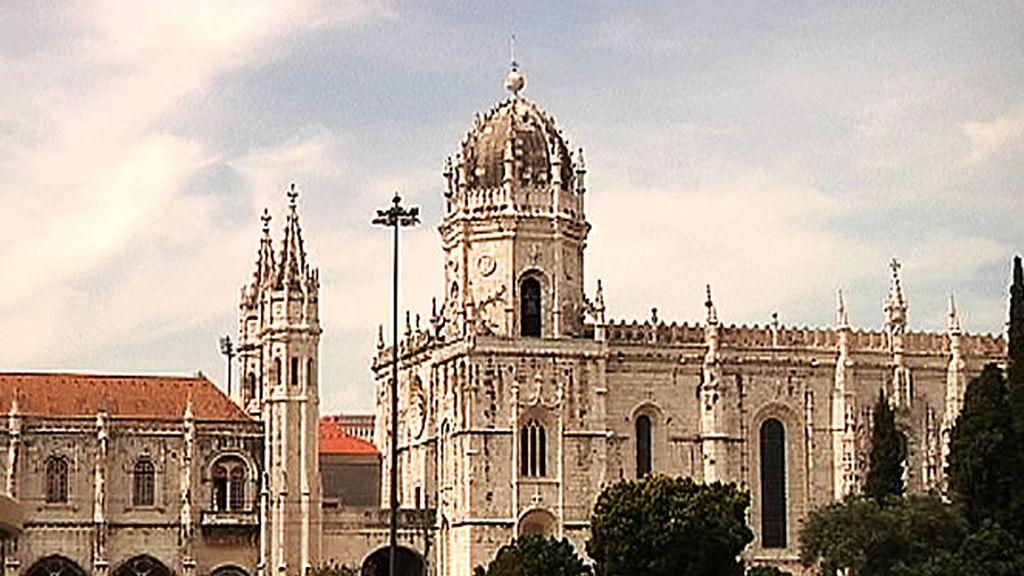 El Monasterio de los Jerónimos de Santa María de Belém se ubica en el barrio de Belém, Lisboa