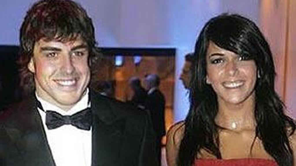 Fernando Alonso y Raquel del Rosario han pasado unas polémicas vacaciones en la isla portuguesa de Puerto Santo, tras protagonizar varios incidentes con los paparazzi. Foto archivo EFE