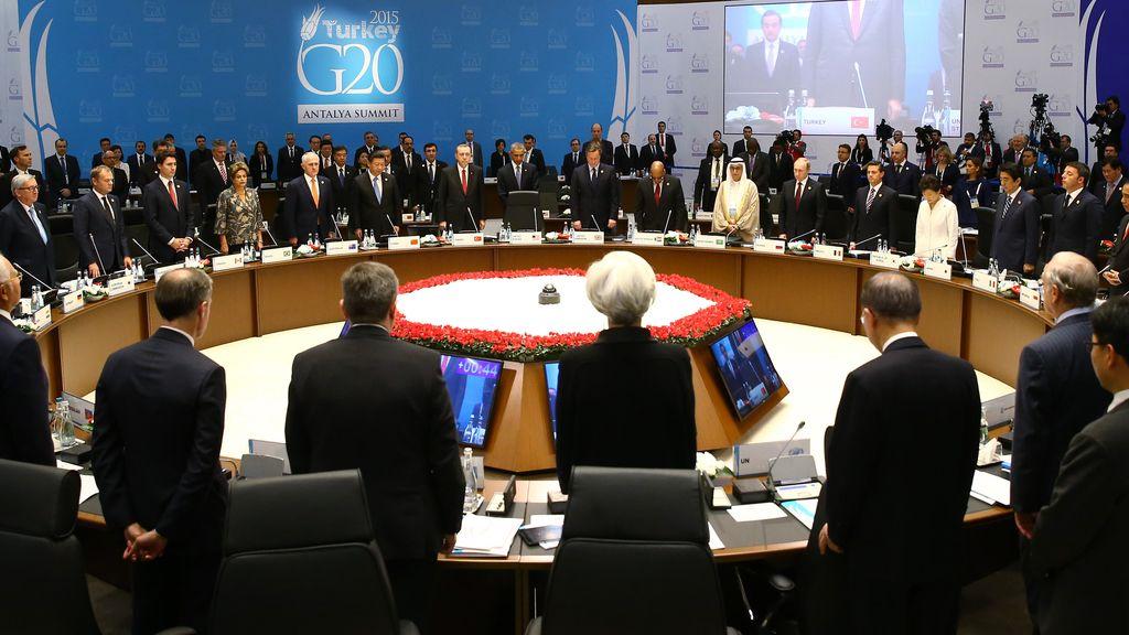 La Cumbre del G20 comienza con un minuto de silencio por París