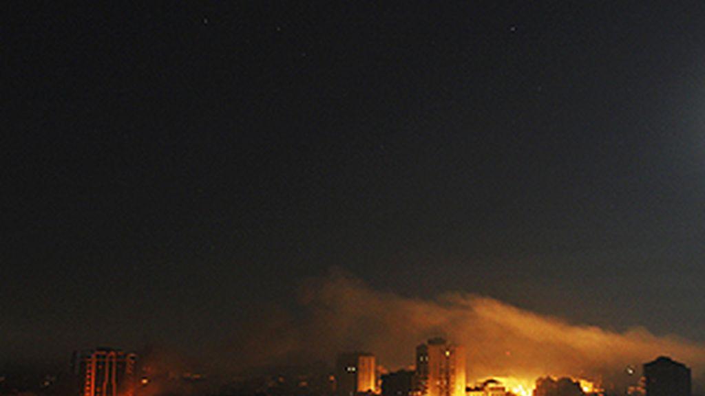 El Ejército israelí ha comenzado a adentrarse en la Ciudad de Gaza apoyado por la aviación. Foto: AP.