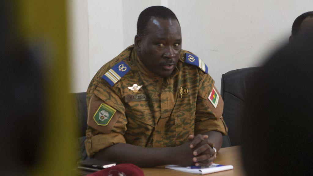 El presidente en funciones de Burkina Faso, Isaac Yacouba Zida