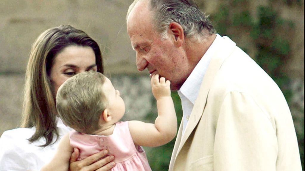 Sucede a su padre, Felipe VI