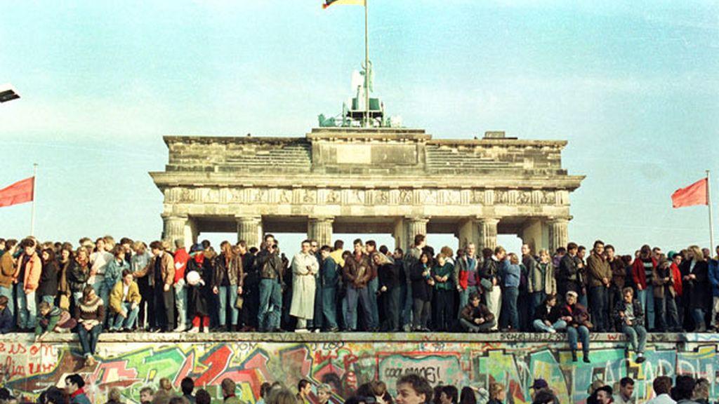 Los berlineses celebran la caída del Muro en 1989