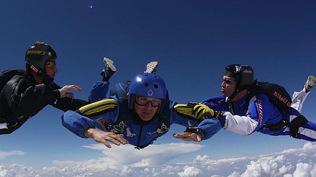 Jesús Calleja se tiró en paracaídas