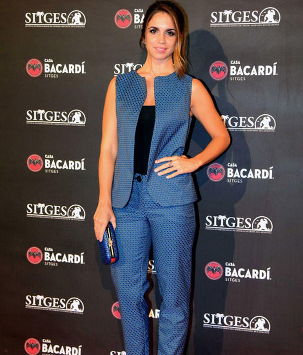Elena Furiase con un 'look' azul y negro