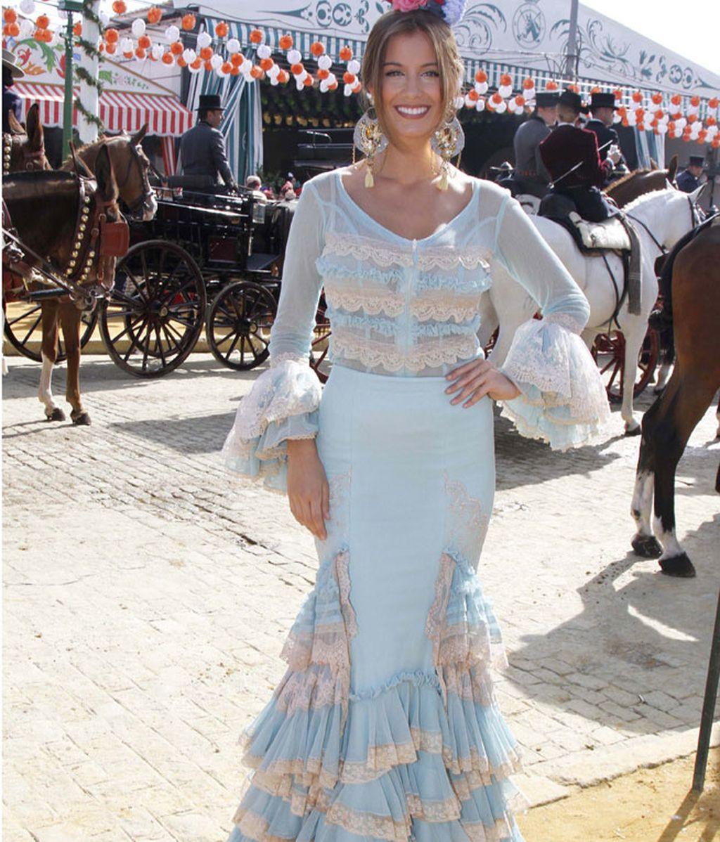 La Miss España, Desiré Cordero, escogió vestido azul pastel con volantes y encaje