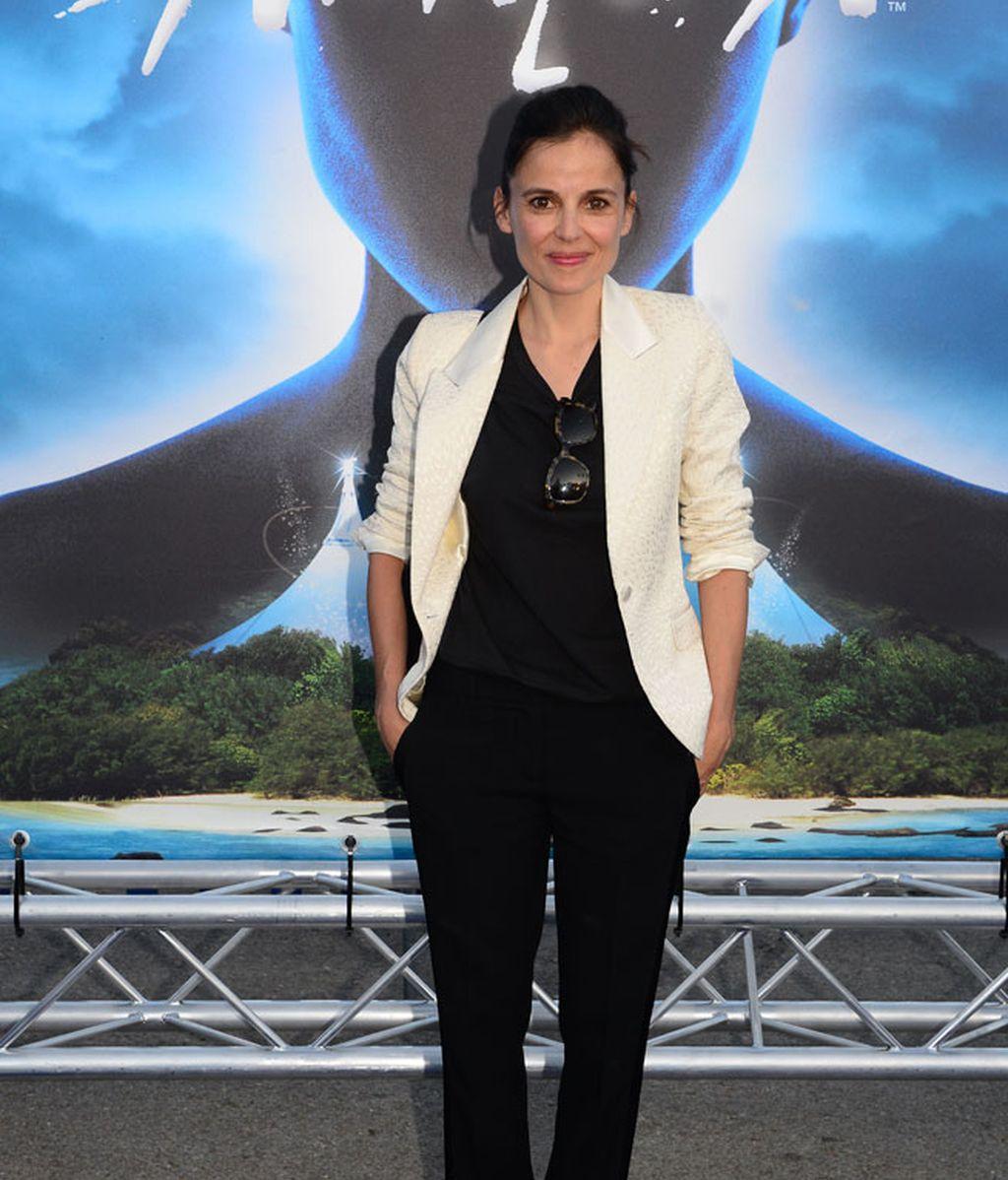 La actriz Elena Anaya rompió el 'look total black' con una americana beige