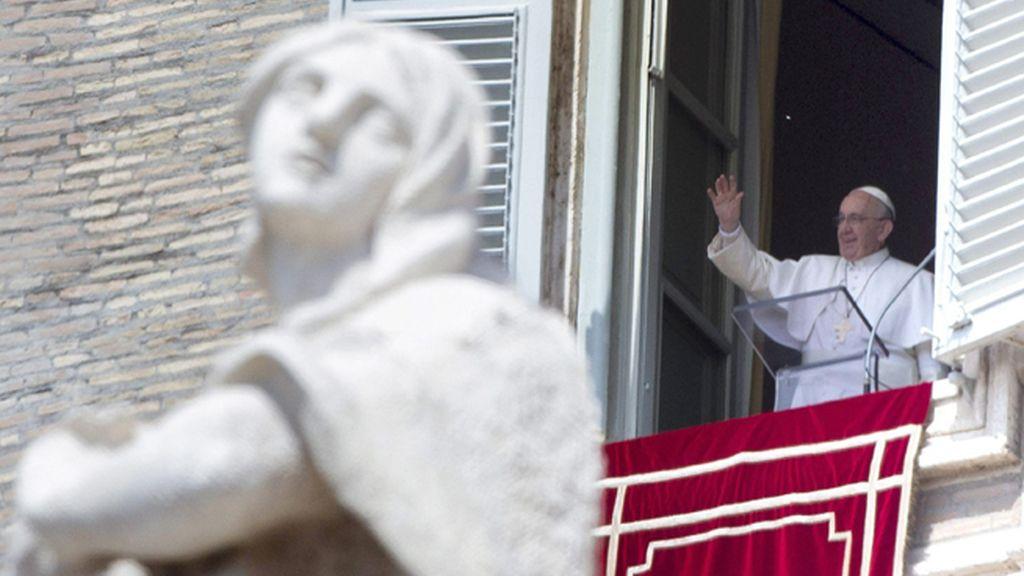 El Papa Francisco durante la oración Regina Caeli