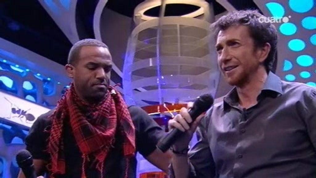 Craig David enseña a cantar falsetes a Pablo Motos