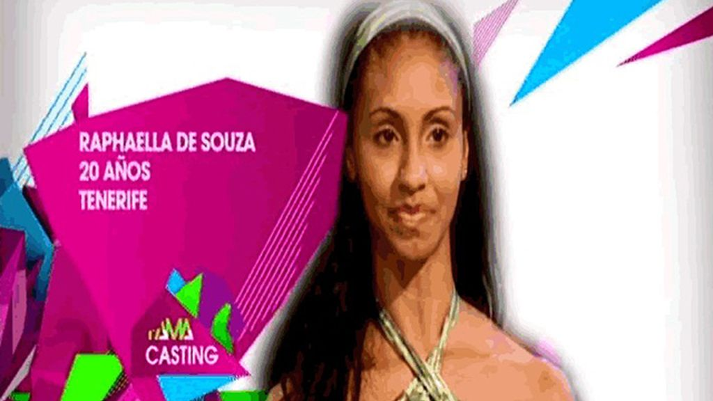 Raphaela De Souza