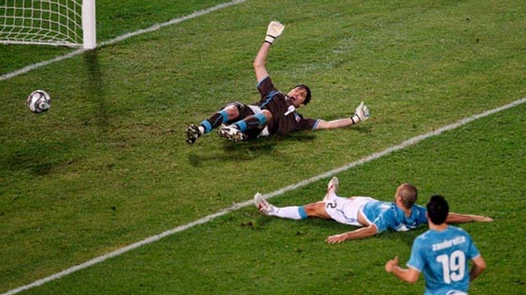 dossena marca en propia puerta el tercer tanto para brasil