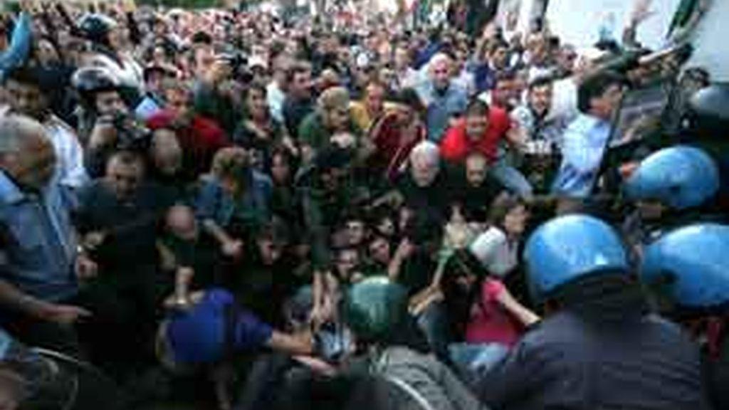 Algunos de los manifestantes resultaron heridos en los enfrentamientos. Vídeo: Atlas