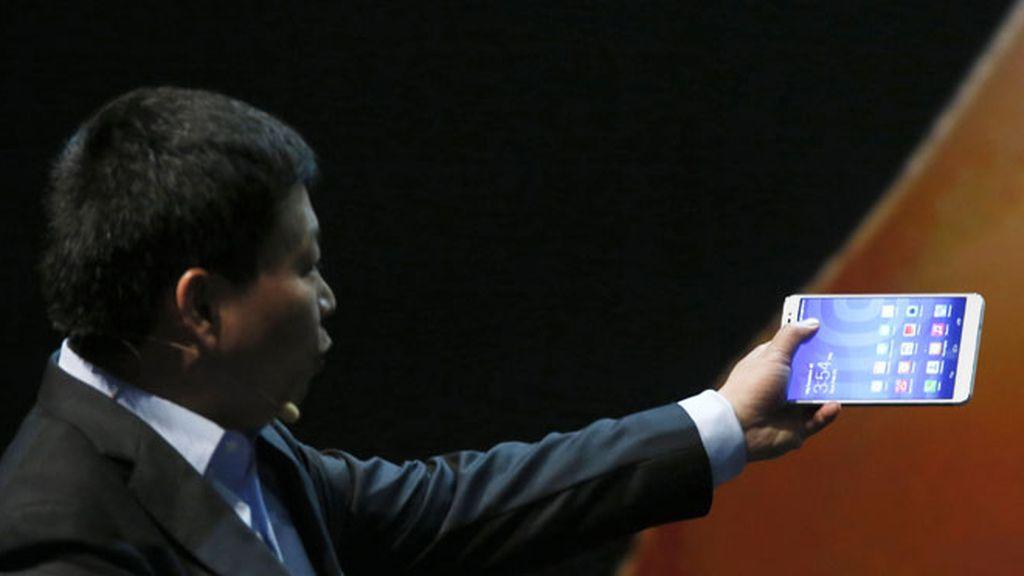 El CEO de Huawei presenta el nuevo phablet de la compañía