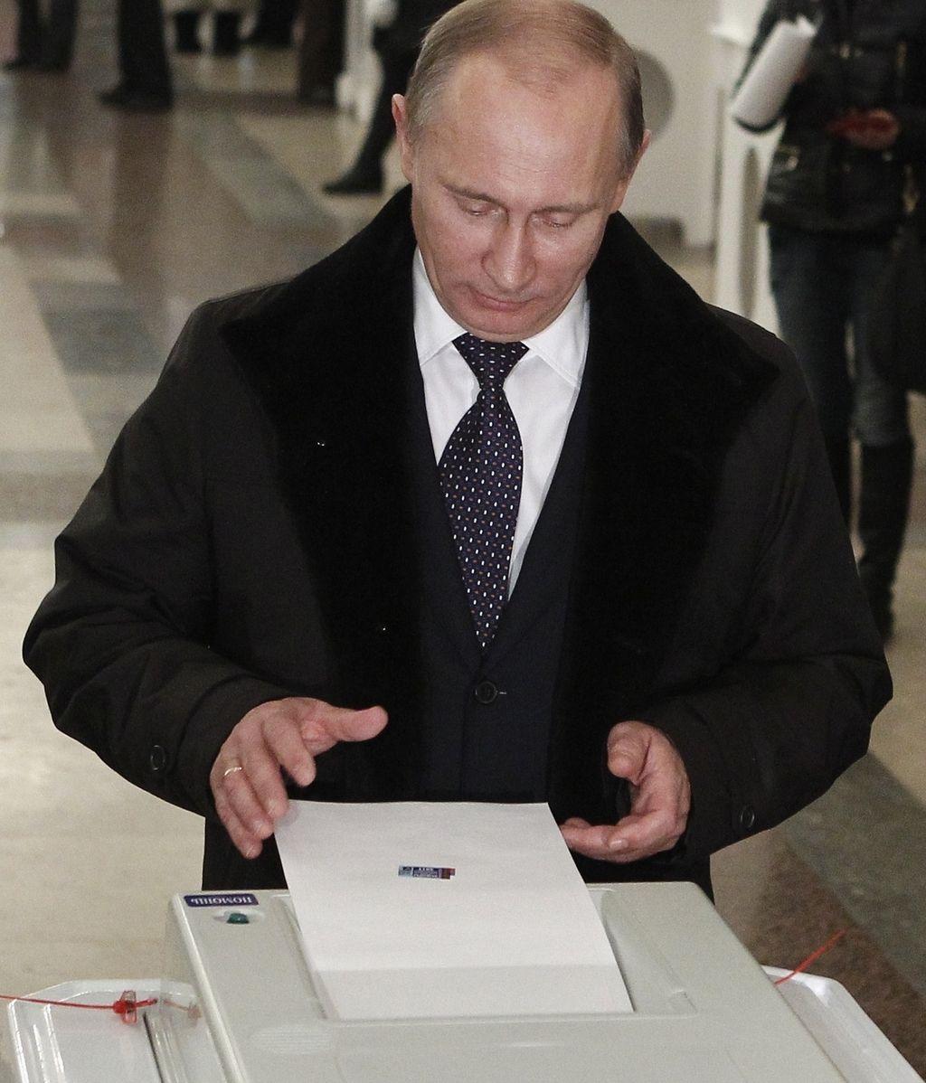 Putin acude a votar en las elecciones a la Duma rusa