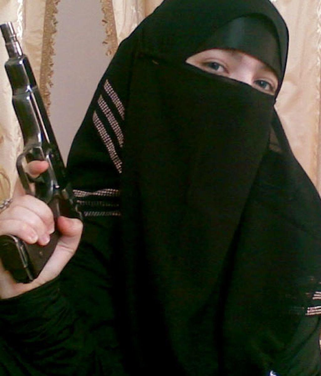 Su marido, rebelde islámico, murió en Nochevieja y ella ha vengado su muerte