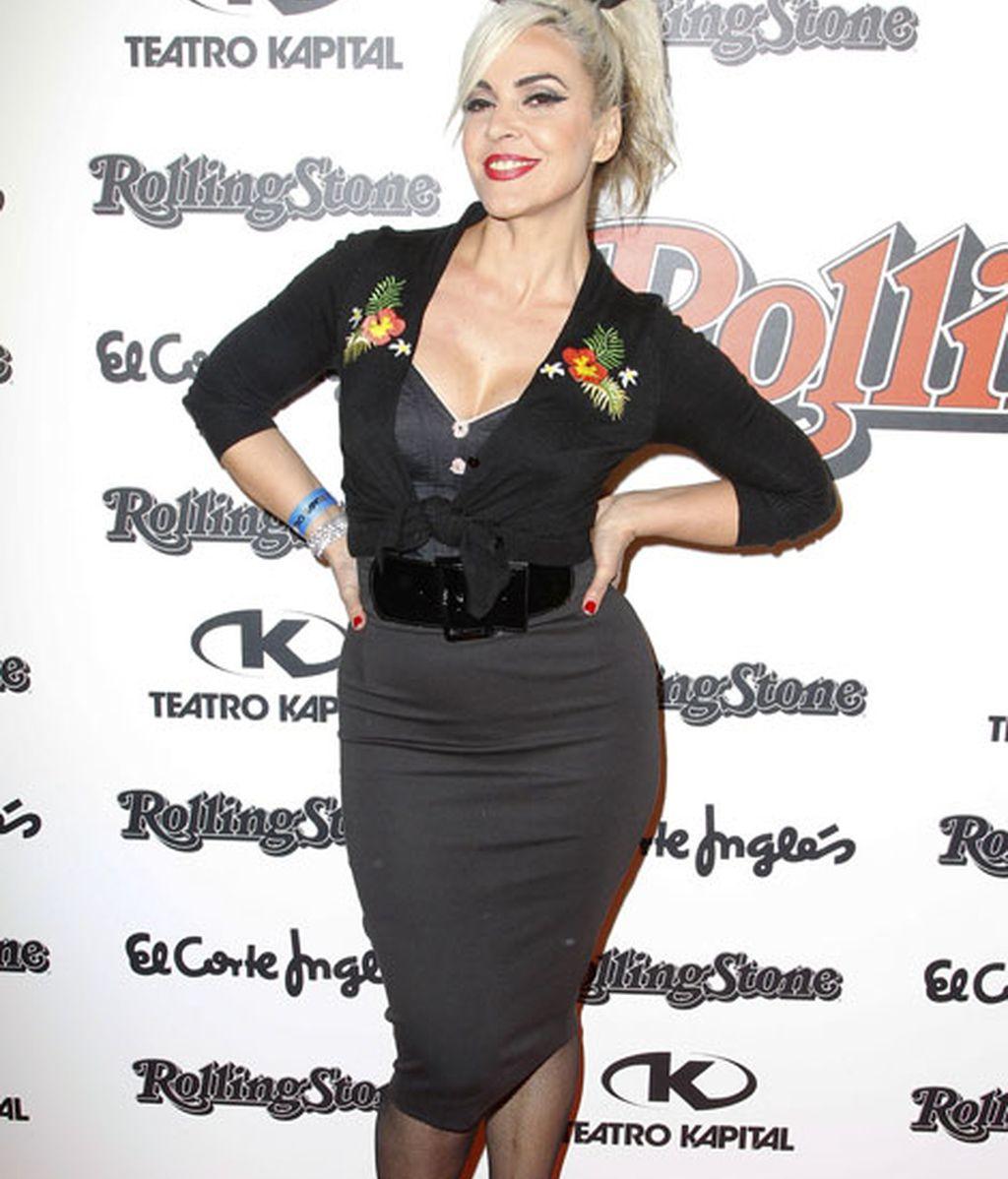 La cantante Silvia Superstar lució un look muy 'pin up'