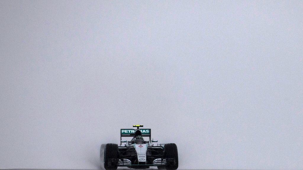 Nico Rosberg, el más rapido de los primeros libres del lluvioso y huracanado GP EE.UU (24/10/2015)