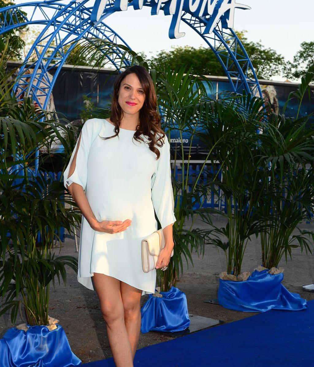 Laila Alemany, chica del actor Jesús Olmedo, luciendo tripita