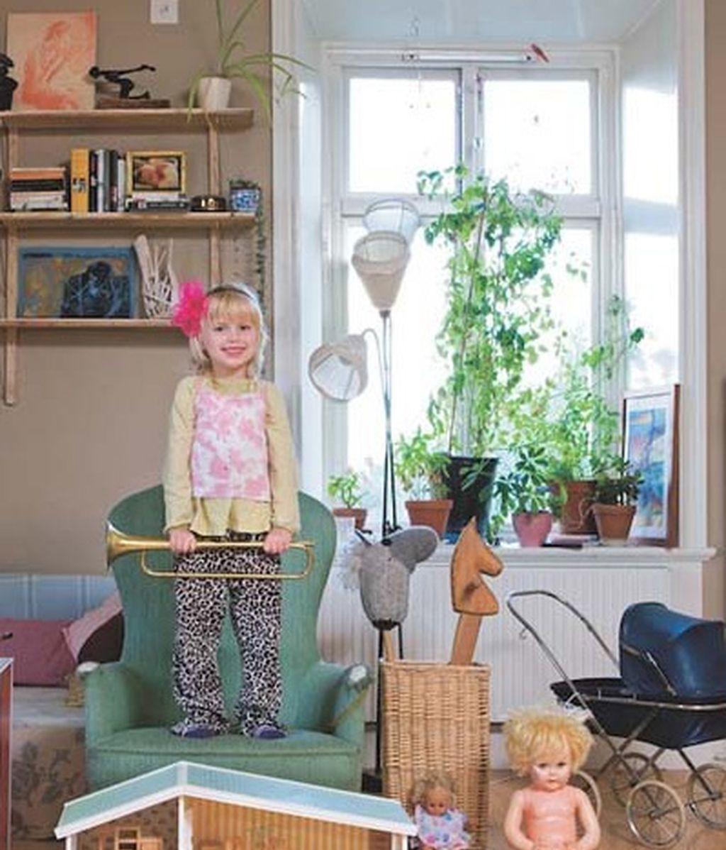 Niños de todo el mundo con sus juguetes