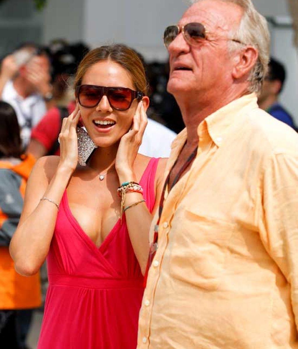 Jessica junto al padre de Button