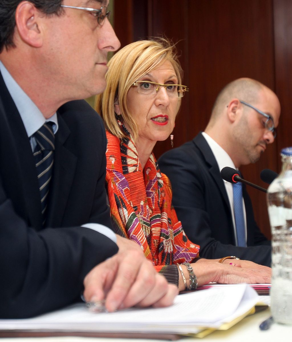 El único diputado que UPyD tiene en el Parlamento asturiano, Ignacio Prendes y la presidenta de la formación, Rosa Díez
