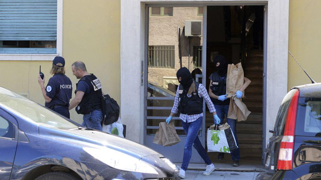 La policía francesa regista la vivienda de Mohamed Lahouaiej Bouhlel, autor del atentado de Niza