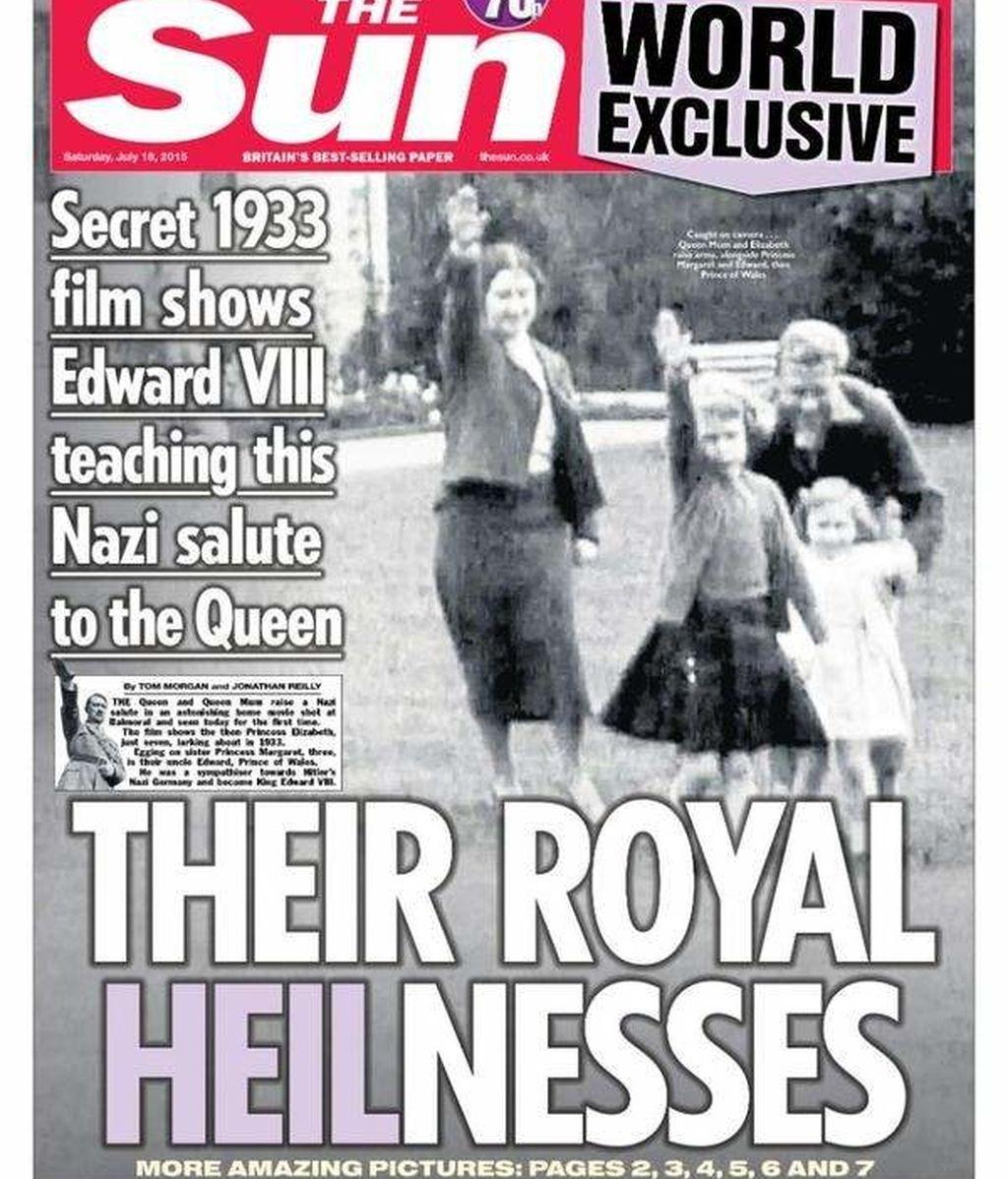 Portada de 'THE SUN' donde la reina Isabel II hace el saludo nazi