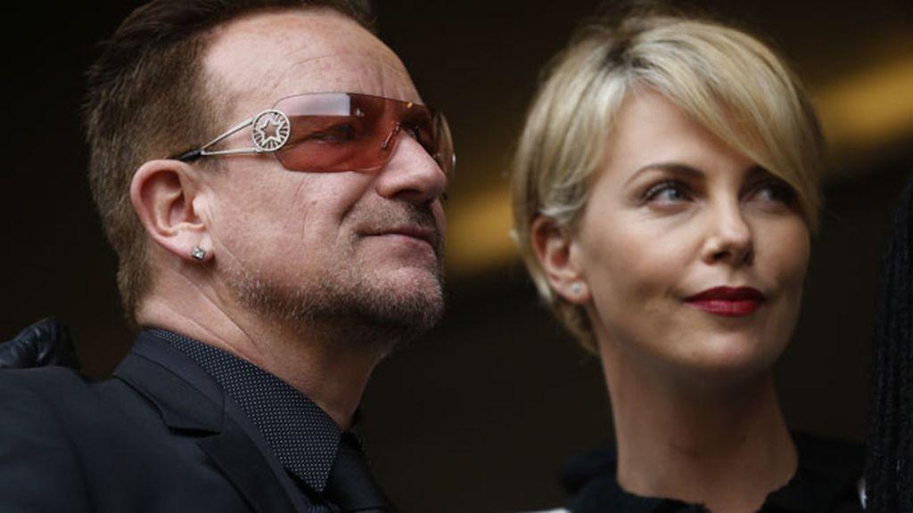 Charlize Theron y Bono en el último adiós a Madiba