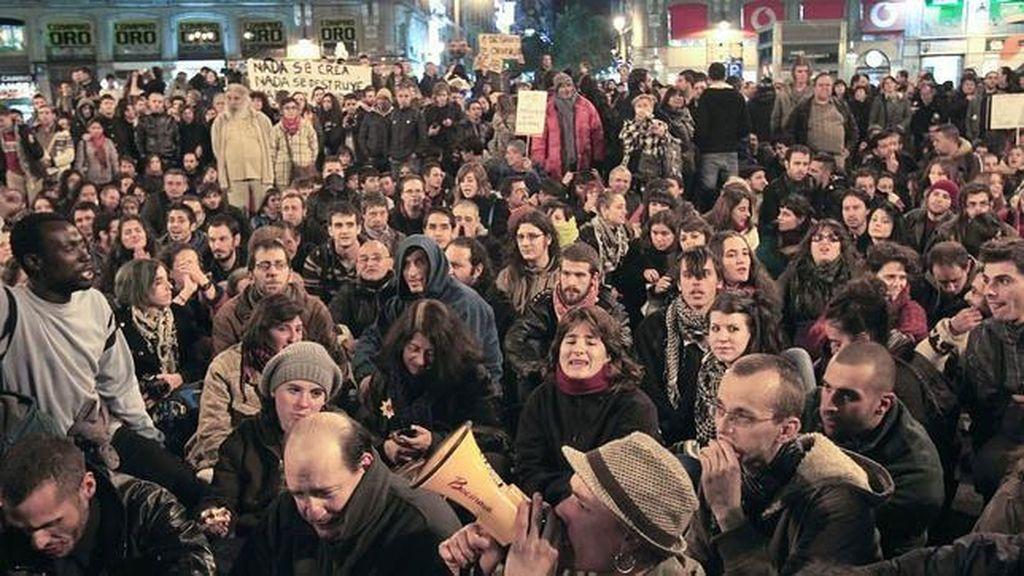 Protesta de los indignados en la Puerta del Sol para protestar  por el desalojo del Hotel Madrid en meses reicentes.