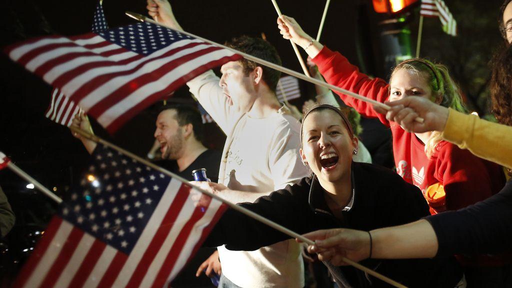 Estadounidenses celebran la detención del segundo sospechoso de los atentados de Boston. Foto: Reuters